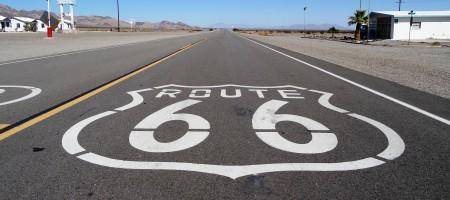 Symbole de la Route 66 vu d'une moto
