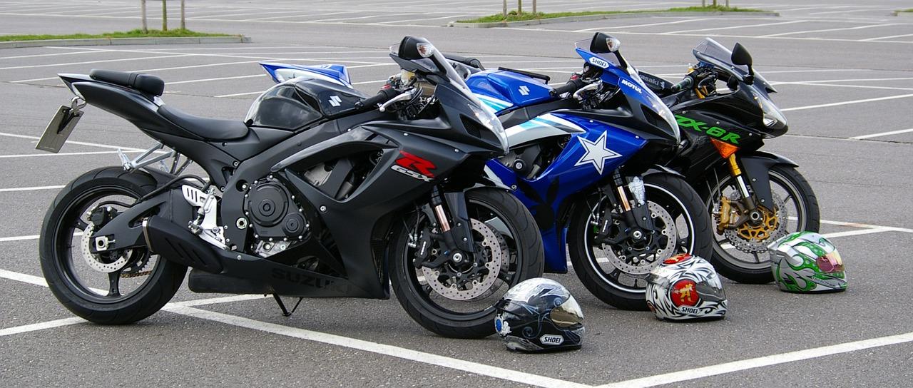 Motos allignées au départ du Tourist Trophy